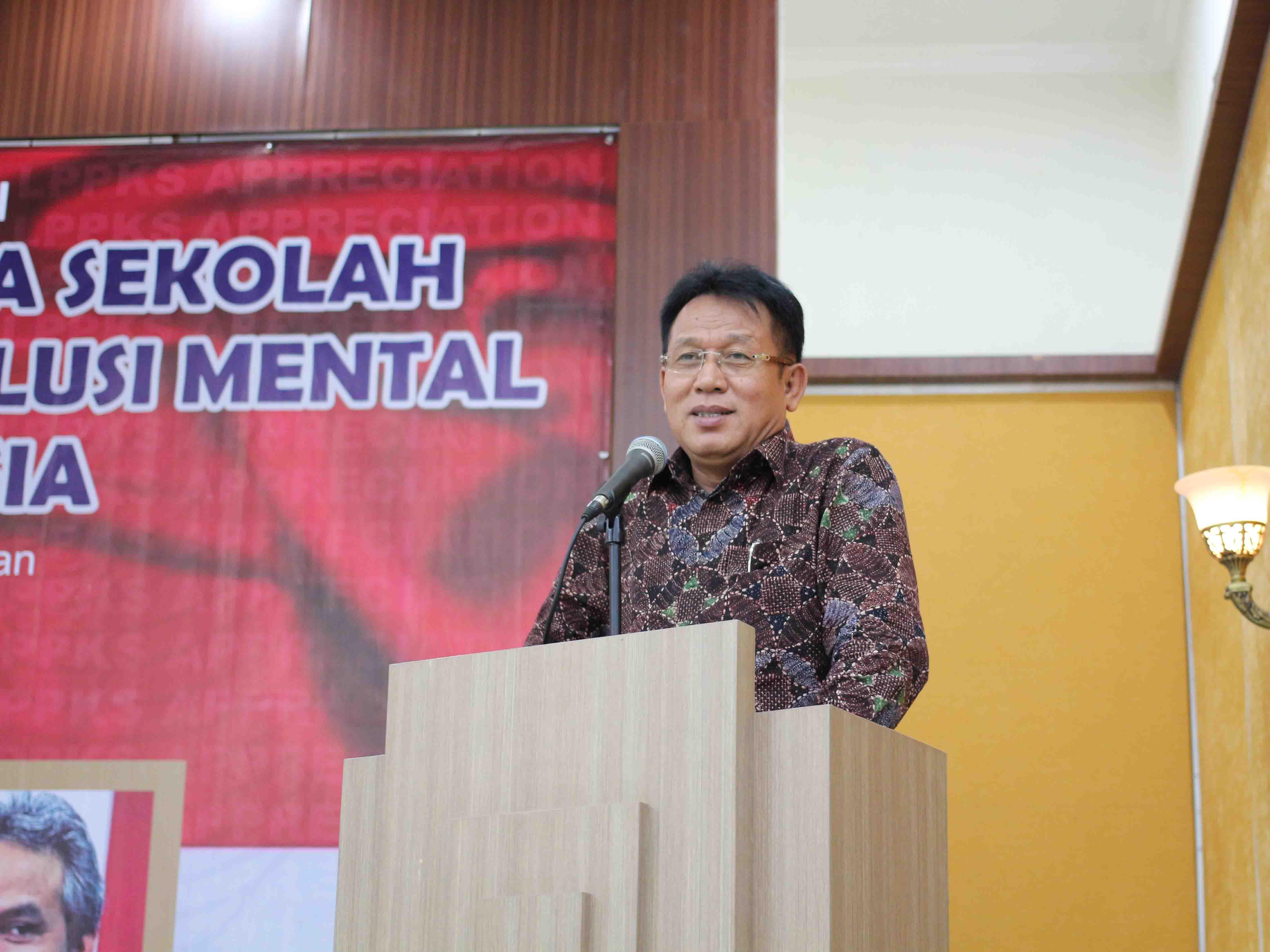 <a href='http://lppks.org/berita_foto/109'>Sambutan Prof. Dr. Syawal Gultom dalam acara LPPKS Appreciation 2014</a>